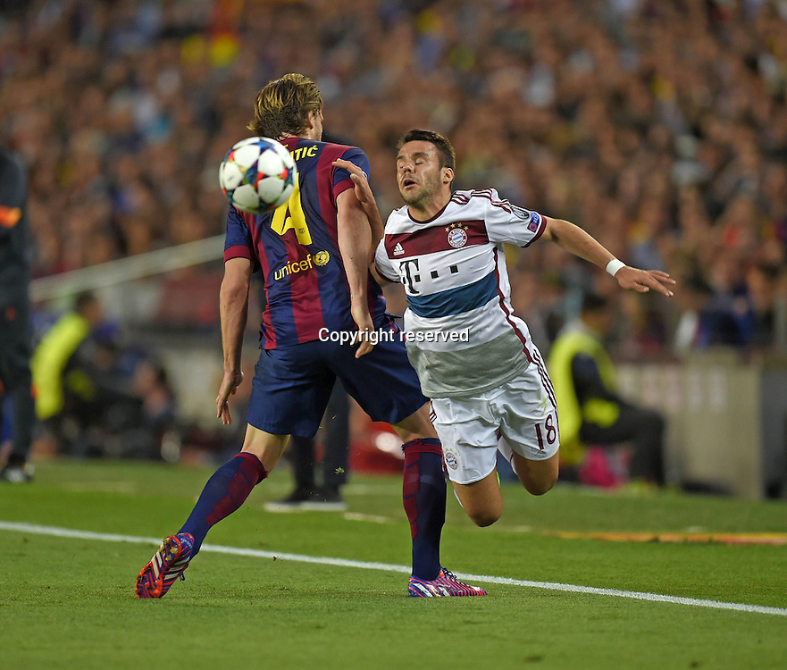 06.05.2015. Nou Camp, Barcelona, Spain, UEFA Champions League semi-final. Barcelona versus Bayern Munich.  Ivan Rakitic (Barcelona) challenges Juan Bernat (Bayern).