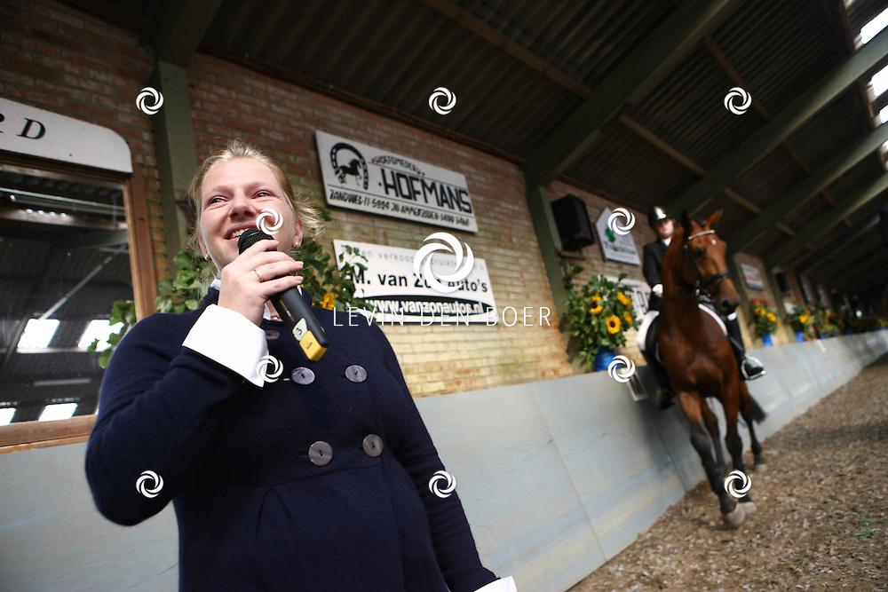 AMMERZODEN - Bij paardensportvereniging Gelderse Boys was een grote opening ter gelegenheid van een nieuwe oefenhal. FOTO LEVIN DEN BOER - PERSFOTO.NU