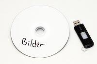 Bilde av en cd og en minnepenn.<br /> Foto: Svein Ove Ekornesvåg