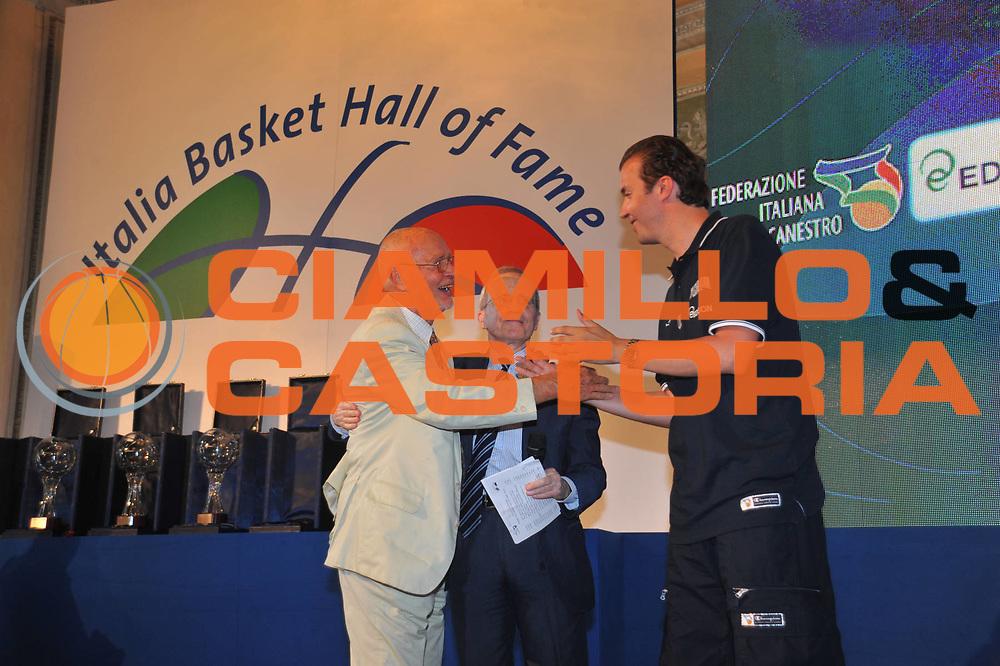 DESCRIZIONE : Monza Vila Reale Italia Basket Hall of Fame<br /> GIOCATORE :  Arnaldo Taurisano Dan Peterson Simone Pianigiani<br /> SQUADRA : FIP Federazione Italiana Pallacanestro <br /> EVENTO : Italia Basket Hall of Fame<br /> GARA : <br /> DATA : 29/06/2010<br /> CATEGORIA : Premiazione<br /> SPORT : Pallacanestro <br /> AUTORE : Agenzia Ciamillo-Castoria/M.Gregolin