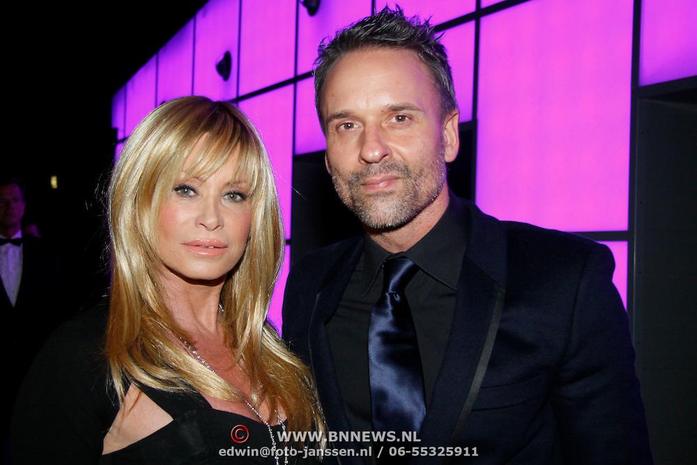 NLD/Amsterdam/20101116 - Inloop JFK Greatest Man Award, Vanessa ( Connie Zulver) en Eric Kuster