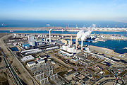 Nederland, Zuid-Holland, Rotterdam, 18-02-2015; Maasvlakte kolencentrales 1 en 2 van E.ON met de dubbele schoorsteen. De elektriciteitscentrale met de losstaande schoorsteen is de nieuwe centrale Maasvlakte Power Plant MPP3. In de achtergrond de Yangtzekanaal (vh Yangtzekanaal).<br /> Maasvlakte with the coal-fired Maasvlakte Power Plant E.ON<br /> luchtfoto (toeslag op standard tarieven);<br /> aerial photo (additional fee required);<br /> copyright foto/photo Siebe Swart