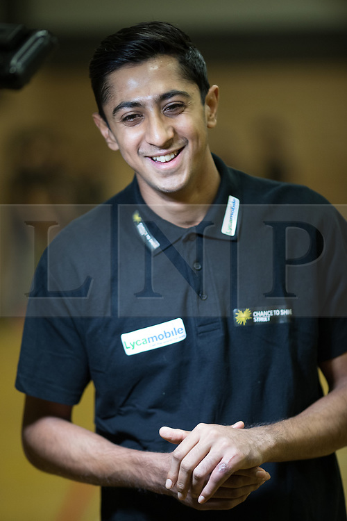 © Licensed to London News Pictures . 16/01/2017 . Salford , UK . Street cricket event , attended by England cricketer HASEEB HAMEED , at Clarendon Leisure Centre in Salford . Photo credit : Joel Goodman/LNP
