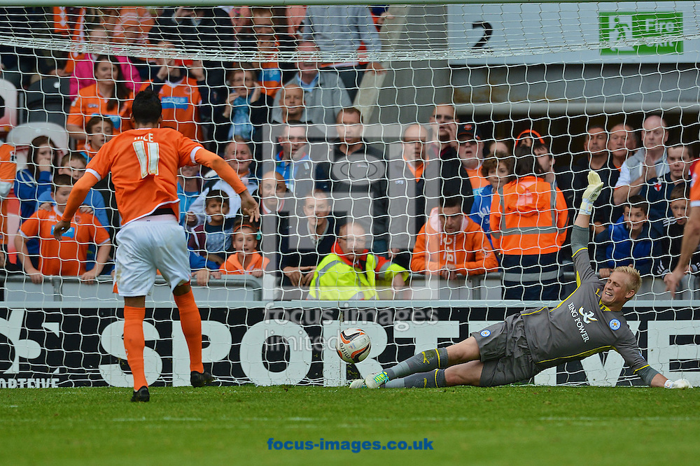 Picture by Ian Wadkins/Focus Images Ltd +44 7877 568959<br /> 21/09/2013<br /> Thomas Ince of Blackpool scores from the penalty spot to make it 2-2 during the Sky Bet Championship match at Bloomfield Road, Blackpool.