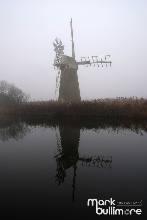 Ludham, Norfolk. 30th December 2016. U.K. Weather, a foggy start to the day on the River Ant on the Norfolk Broads. Picture Mark Bullimore