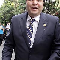 TOLUCA, México.- Ricardo Moreno Bastida, Diputado del Partido de la Revolución Democrática (PRD) arribando a la Cámara de Diputados para tomar protesta como integrante de la LVII Legislatura Local.  Agencia MVT / Crisanta Espinosa. (DIGITAL)