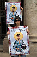 Roma 29 Maggio 2009.Manifestazione  dei No Global nella basilica di Santa Maria Maggiore a Roma per protestare contro il G8 e le politiche sull'immigrazione del Governo Berlusconi i manifestanti espongono  immagini che ritraggono un immigrato, chiamato «San papier»..Demonstrators hold a banner to demonstrate against the G8 meeting in Rome-  .Banner reads in French 'Without paper' (up) and in Italian 'Protector of the world's migrants'