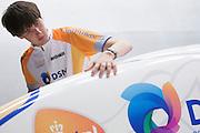 David Wielemaker controleert een naad op de VeloX2. Op de TU Delft wordt de VeloX2 getest in de windtunnel. Met de VeloX2 wil het Human Powered Team Delft en Amsterdam, bestaande uit studenten van de TU Delft en de VU Amsterdam, het werelduurrecord en het sprint record gaan breken.<br /> <br /> David Wielemaker is checking the juncture of the VeloX2.The VeloX2 is tested on aerodynamics at the wind tunnel of TU Delft. With the VeloX2 the Human Powered Team Delft and Amsterdam are trying to break the speed records for human powered vehicles.