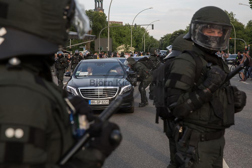 Germany - 07.07.2017<br /> <br /> Policemen ensure a blocked G20 convoy. Anti G20 protests in Hamburg.<br /> <br /> Polizisten sichern einen blockierten G20-Konvoi. Anti G20-Proteste in Hamburg.<br /> <br /> Photo: Bjoern Kietzmann