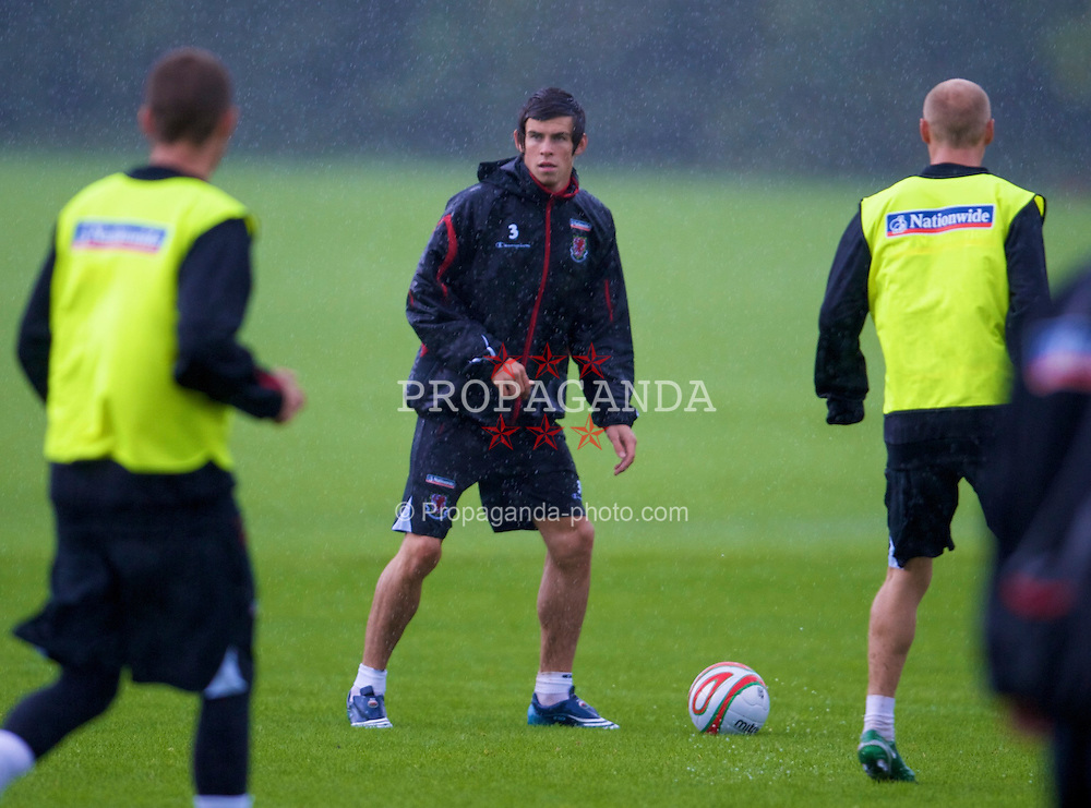 CARDIFF, WALES - Friday, September 5, 2008: Wales' Gareth Bale during a training session at the Vale of Glamorgan Hotel ahead of their opening 2010 FIFA World Cup South Africa Qualifying Group 4 match against Azerbaijan. (Photo by David Rawcliffe/Propaganda)
