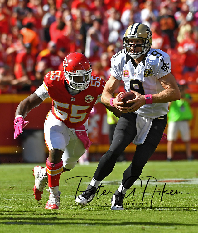 KANSAS CITY, MO - OCTOBER 23:  Quarterback Drew Brees #9 of the New Orleans Saints scrambles away for linebacker Dee Ford #55 of the Kansas City Chiefs during the second half on October 23, 2016 at Arrowhead Stadium in Kansas City, Missouri.  (Photo by Peter Aiken/Getty Images) *** Local Caption *** Drew Brees;Dee Ford
