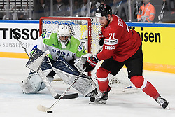 06.05.2017, AccorHotels Arena, Paris, FRA, IIHF WM 2017, Schweiz vs Slowenien, Gruppe B, im Bild Tanner Richard (SUI) gegen Torhueter Matija Pintaric (SLO) // during the group B match of 2017 IIHF World Championship between Switzerland and Slovenia at the AccorHotels Arena in Paris, France on 2017/05/06. EXPA Pictures © 2017, PhotoCredit: EXPA/ Freshfocus/ Urs Lindt<br /> <br /> *****ATTENTION - for AUT, SLO, CRO, SRB, BIH, MAZ, ITA only*****