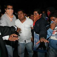 Toluca, Mex.- Eliseo Jimenez Mendez es detenido por maestros de la sección 22 del SNTE cuando fue descubierto como informante al gobierno de las acciones de bloqueos que mantuvieron desde esta madrugada a los alrededores del auditorio Guelaguetza donde se llevaria a cabo el primer Lunes del Cerro que fue cancelado. Agencia MVT / Eder Lopez. (DIGITAL)<br /> <br /> NO ARCHIVAR - NO ARCHIVE