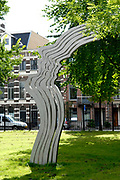 The shout (dutch = De schreeuw ) is a monument for the memory to director, television maker, columnist and opinion maker Theo van Gogh. The monument stands in the Oosterpark in Amsterdam, near at the place where Van Gogh on 2 November 2004 was assassinated by a moslimfundamentalist. The monument has been devised by Jeroen Henneman.//////<br />