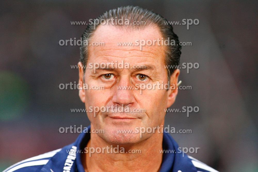 06.11.2011, AWD-Arena, Hannover, GER, 1.FBL, Hannover 96 vs FC Schalke 04, im Bild Huub Stevens (Trainer Schalke 04) .// during the match from GER, 1.FBL, Hannover 96 vs  FC Schalke 04 on 2011/11/06, AWD-Arena, Hannover, Germany. .EXPA Pictures © 2011, PhotoCredit: EXPA/ nph/  Schrader       ****** out of GER / CRO  / BEL ******