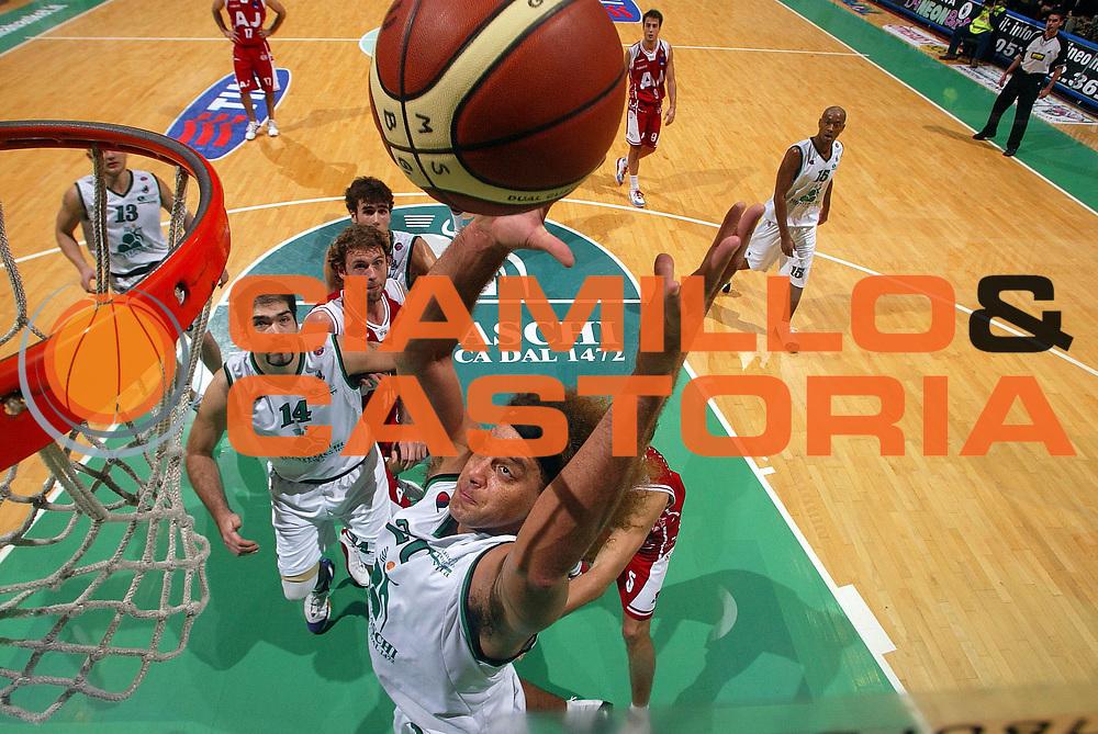 DESCRIZIONE : Siena Lega A1 2005-06 Montepaschi Mens Sana Siena Armani Jeans Olimpia Milano <br />GIOCATORE : Stonerook<br />SQUADRA : Montepaschi Mens Sana Siena<br />EVENTO : Campionato Lega A1 2005-2006 <br />GARA : Montepaschi Mens Sana Siena Armani Jeans Olimpia Milano<br />DATA : 06/11/2005 <br />CATEGORIA : Tiro<br />SPORT : Pallacanestro <br />AUTORE : Agenzia Ciamillo-Castoria