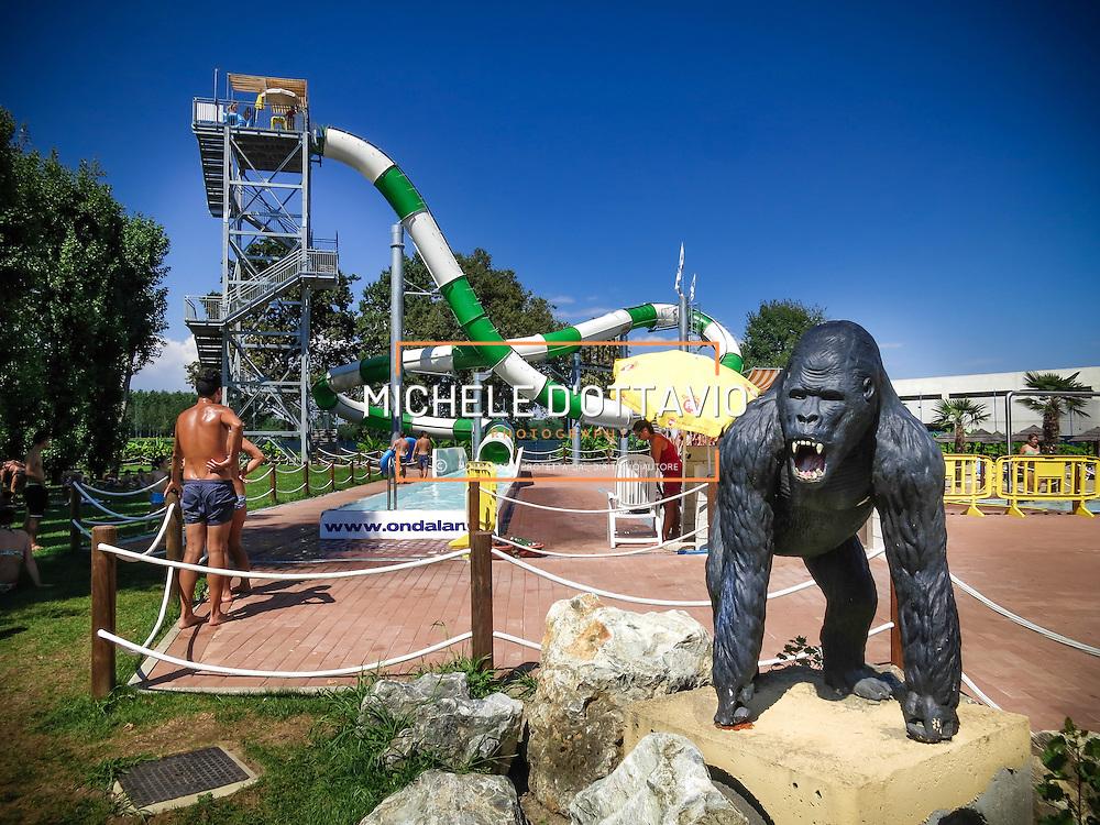 Vicolungo (NO), Ondaland Acquapark è il parco acquatico più grande del Piemonte, inaugurato nel 2005 si sviluppa su oltre 120.000 metri quadrati, con una serie di attrazioni acquatiche per tutta la famiglia. VicoLungo (NO), Ondaland water park is the largest water park in Piedmont, opened in 2005 is spread over more than 120,000 square meters, with a number of water attractions for the whole family.