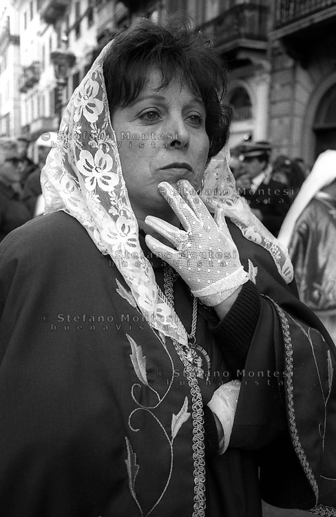 Roma Processione penitanziale  delle Confraternite Cristiane dalla Chiesa di San. Carlo al Corso fino alla Chiesa di San. Marcello al Corso che si svolge nel periodo della Quaresima.Rome. Procession penitential of  the Christian Confraternity from the  church of S.Carlo al Corso  up to  the church  of  S. Marcello al Corso that takes place during Lent.
