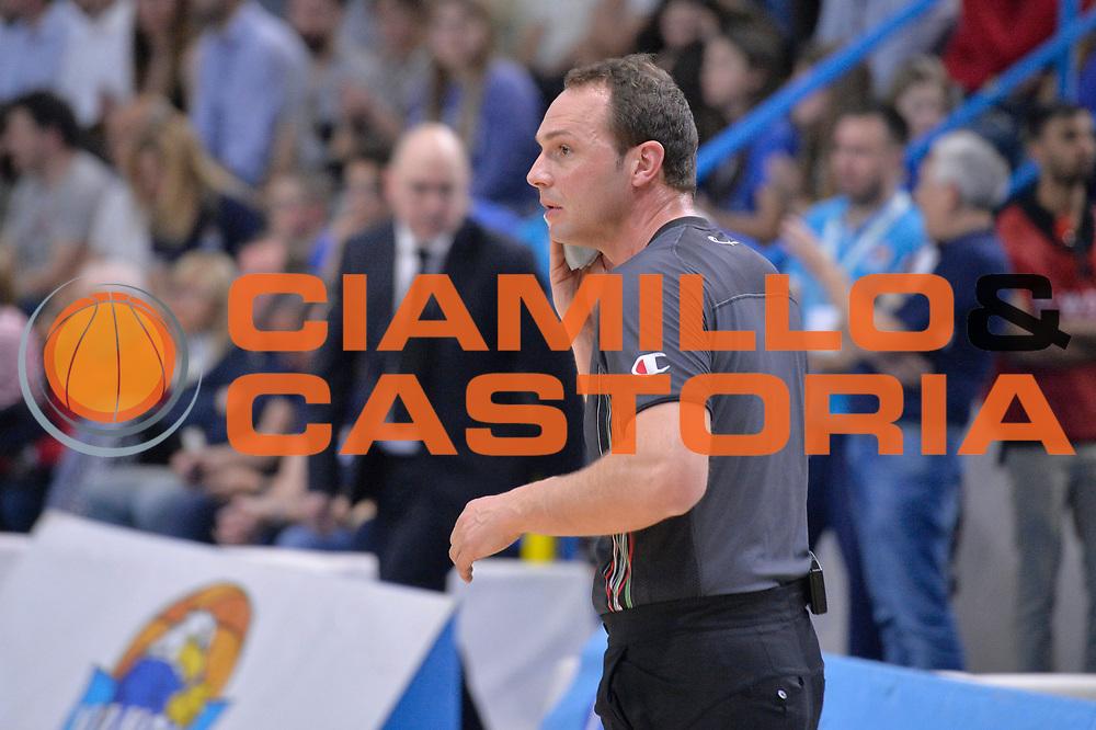 Manuel Mazzoni arbitro<br /> Vanoli Cremona - Germani Basket Brescia Leonessa<br /> Lega Basket Serie A 2016/2017<br /> Cremona, 09/04/2017<br /> Foto M.Ceretti / Ciamillo - Castoria