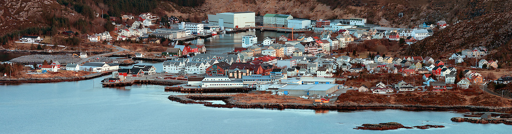 Fosnavåg City, Norway. Stitched large format  panorama | Fosnavåg by, Norge. Sammensett  storformat panorama.