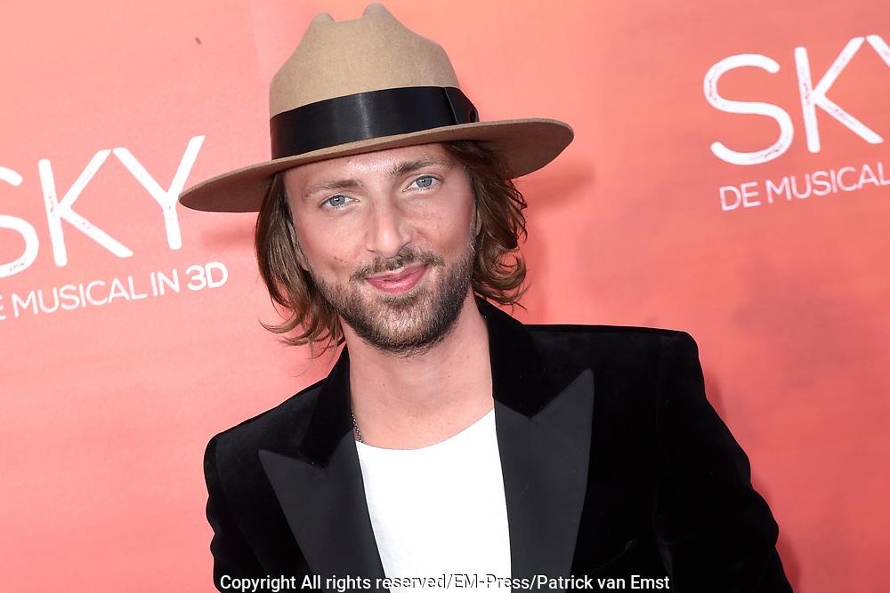 Premiere van de 3D musical Sky in Theater Amsterdam.<br /> <br /> Op de foto:  Tommy Driessen