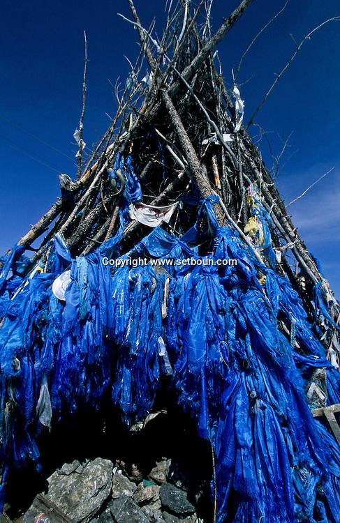 Mongolia. Ovo, ( oboo) shamanist prayer place. Hovsgul province (aimak)  Hovsgul aimak       /    / Ovo (oboo) lieu de priere chamaniste et bouddhiste. dans la province de Hovsgul.au  nord a la frontiere avec la siberie  Hovsgul province de     /     L0008043  /     P114321
