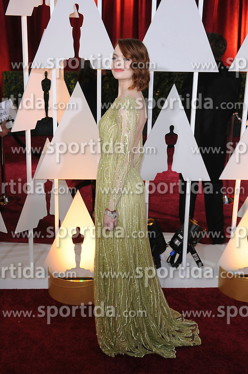 22.02.2015, Dolby Theatre, Hollywood, USA, Oscar 2015, 87. Verleihung der Academy of Motion Picture Arts and Sciences, im Bild Emma Stone // attends 87th Annual Academy Awards at the Dolby Theatre in Hollywood, United States on 2015/02/22. EXPA Pictures &copy; 2015, PhotoCredit: EXPA/ Newspix/ PGMP<br /> <br /> *****ATTENTION - for AUT, SLO, CRO, SRB, BIH, MAZ, TUR, SUI, SWE only*****