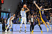 DESCRIZIONE : Beko Legabasket Serie A 2015- 2016 Dinamo Banco di Sardegna Sassari - Manital Auxilium Torino<br /> GIOCATORE : David Logan<br /> CATEGORIA : Tiro Tre Punti Three Point Controcampo<br /> SQUADRA : Dinamo Banco di Sardegna Sassari<br /> EVENTO : Beko Legabasket Serie A 2015-2016<br /> GARA : Dinamo Banco di Sardegna Sassari - Manital Auxilium Torino<br /> DATA : 10/04/2016<br /> SPORT : Pallacanestro <br /> AUTORE : Agenzia Ciamillo-Castoria/C.Atzori