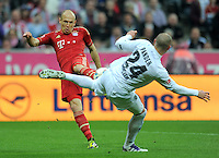 FUSSBALL   1. BUNDESLIGA  SAISON 2011/2012   27. Spieltag FC Bayern Muenchen - Hannover 96       24.03.2012 Arjen Robben (li, FC Bayern Muenchen) gegen Christian Pander (Hannover 96)