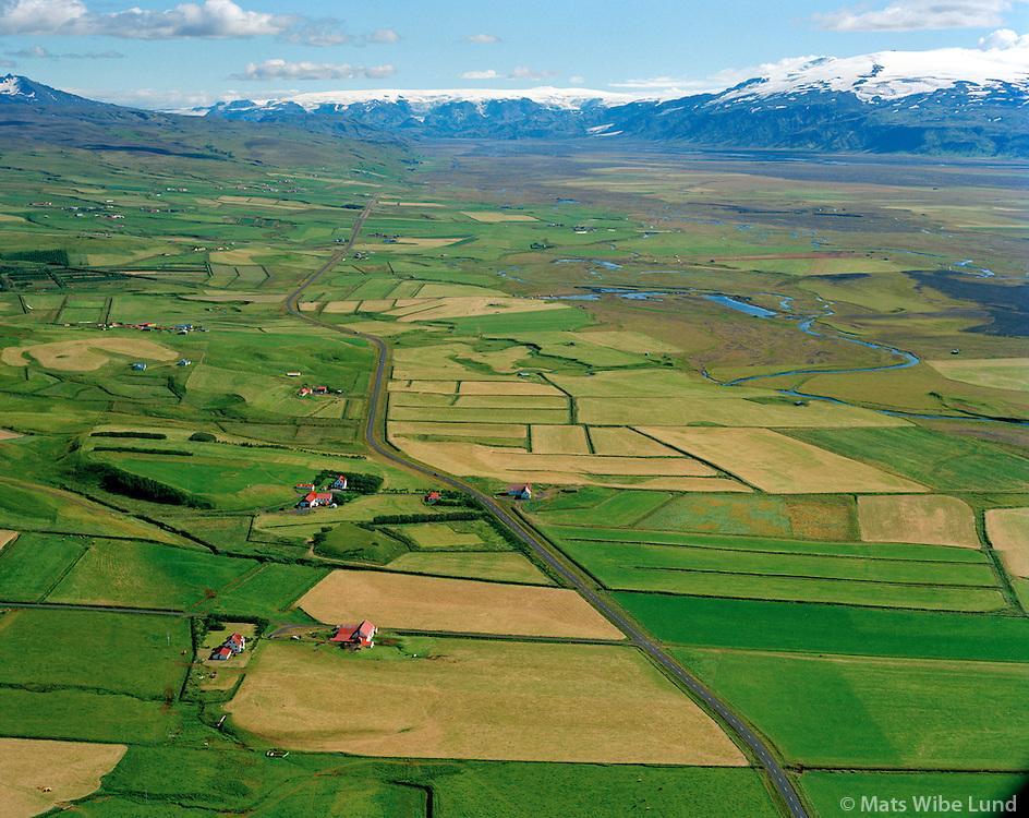 Sámsstaðir, Fagrahlíð og Kotmúli séð til austurs, Tindfjöll t.v. og Mýrdalsjökull t.h. í bakgrunni. Rangárþing eystra former Fljótshlíðarhreppur. / Samsstadir, Fagrahlid and Kotmuli viewing east, Tindfjoll and Myrdalsjokull in background. Rangarthing eystra former Fljotshlidarhreppur.