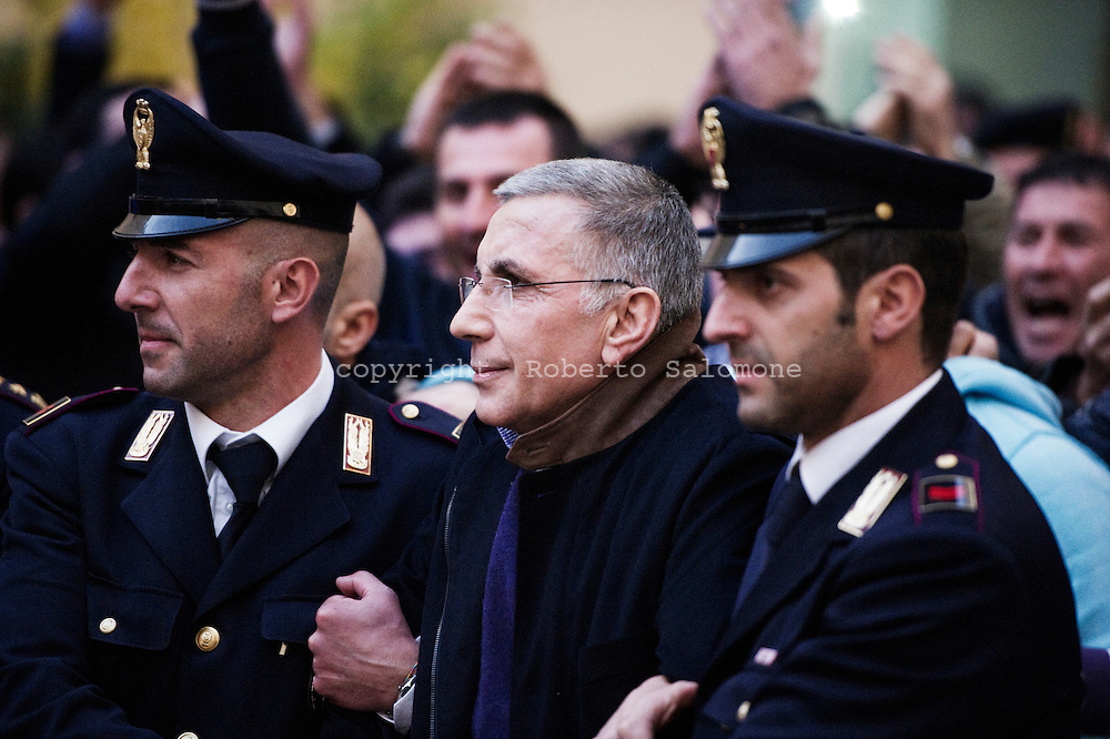 ITALY, Caserta : Italian policemen escort Michele Zagaria (C), the boss of the Casalesi clan outside the Police's headquarters in Caserta following his arrest on December 7, 2011. Italian police on Wednesday arrested Michele Zagaria, 53, the most senior boss of the Camorra mafia still at large, digging through a secret bunker near Naples to end his 16 years on the run. AFP PHOTO / ROBERTO SALOMONE