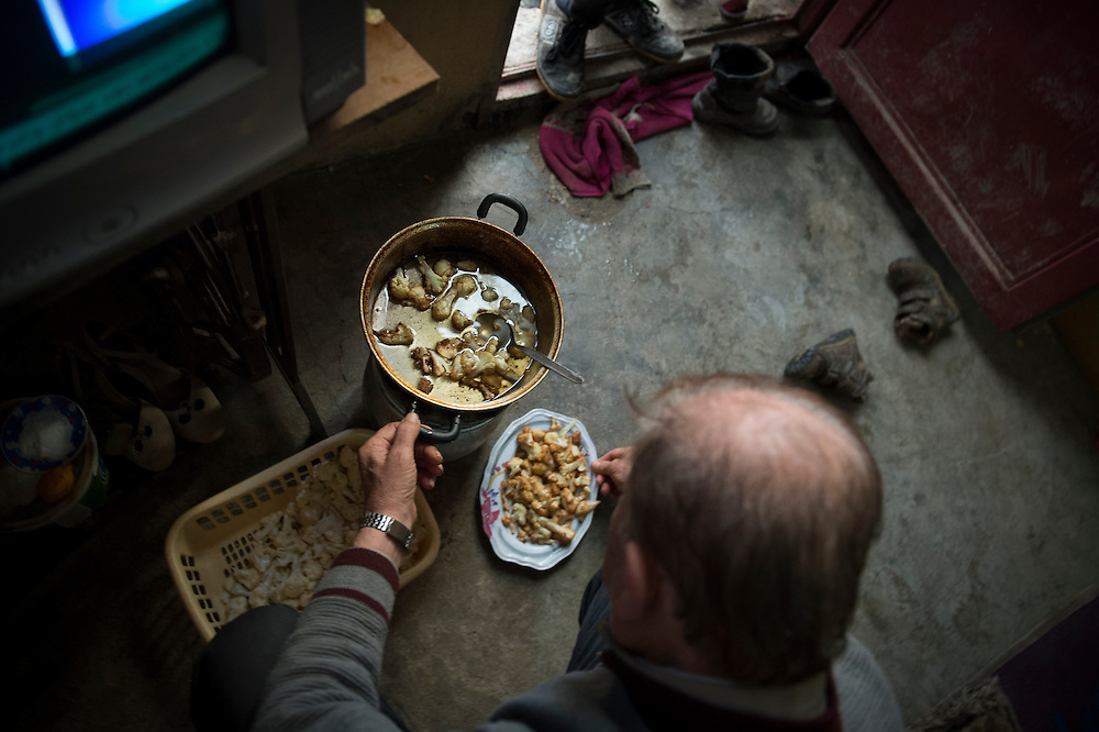 Kilis, near Syrian - Turkish border. Abu Abdo, 72 years, refugee from Aleppo,  cooks a meal, he has found no work in Turkey, they live with people 5 in one tiny room, with a monthly rent of 200 dollar, the house owner asked them to leave the place. Abu says he will return to Aleppo, he has no money to stay in Turkey.