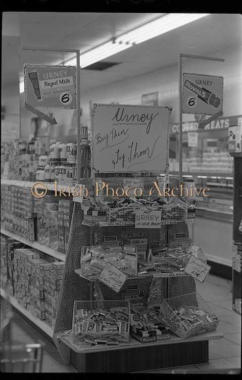 "04/02/1964<br /> 02/04/1964 <br /> 04 February 1964 <br /> Urney ""Royals"" and ""Regal"" chocolate and confectionary stand at Powers Supermarket, George's Street, Dublin."