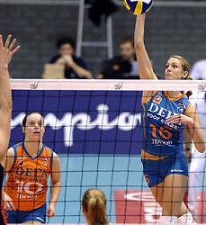 14-12-2006 VOLLEYBAL: DELA MARTINUS - VINO MONTESCHIAVO JESI: AMSTELVEEN<br /> Martinus verloor in vier sets, maar is nog steeds kansrijk om de eerste ronde van deze Europese topcompetitie te overleven (22-25, 17-25, 25-22, 22-25) / Debby Stam<br /> ©2006: FOTOGRAFIE RONALD HOOGENDOORN