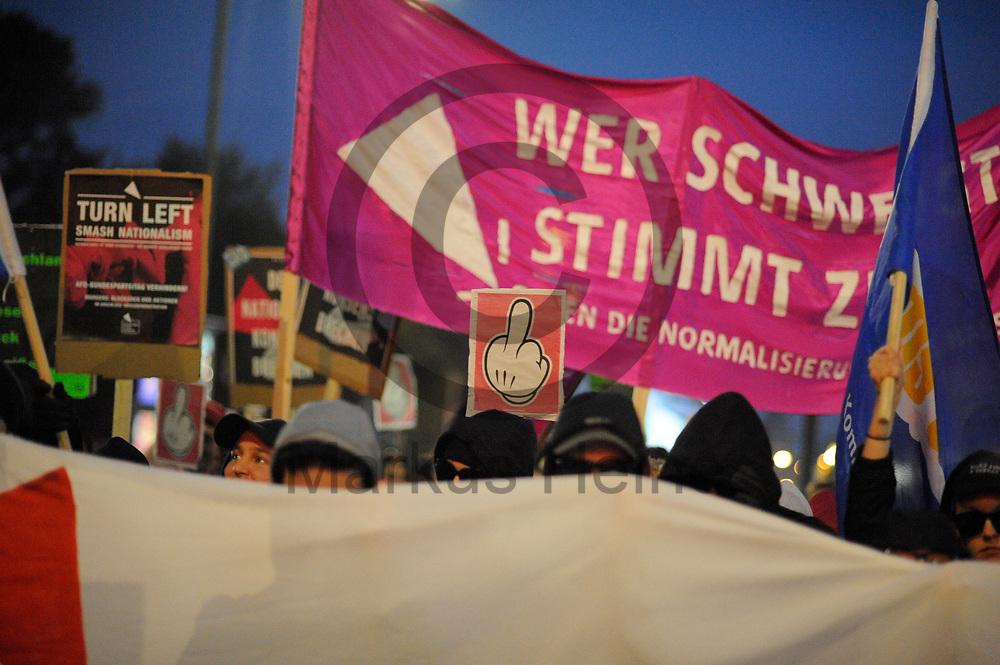 Deutschland, Berlin - 24.09.2017<br /> <br /> Mehre hundert Menschen nahmen an einer Demonstration gegen die AfD teil. Mehr als 1000 Menschen demonstrieren vor einem Club in Berlin in dem die AfD ihre Wahlparty veranstaltet.<br /> <br /> Germany, Berlin - 24.09.2017<br /> <br /> Several hundert people participate in a demonstration against the Afd. More than 1000 people demonstrate in front of a club in Berlin, where the AfD is organizing its election party.<br /> <br />  Foto: Markus Heine<br /> <br /> ------------------------------<br /> <br /> Ver&ouml;ffentlichung nur mit Fotografennennung, sowie gegen Honorar und Belegexemplar.<br /> <br /> Bankverbindung:<br /> IBAN: DE65660908000004437497<br /> BIC CODE: GENODE61BBB<br /> Badische Beamten Bank Karlsruhe<br /> <br /> USt-IdNr: DE291853306<br /> <br /> Please note:<br /> All rights reserved! Don't publish without copyright!<br /> <br /> Stand: 09.2017<br /> <br /> ------------------------------