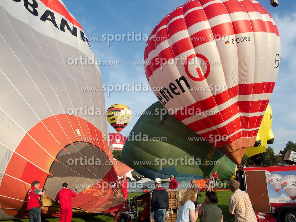 05.08.2011, Sundering, Barnstorf, GER, 11. BBFF mit Massenstart am Freitag abend, im BIld Massenstart der 30 Heissluftballone im Flecken Barnstorf ( Kandkreis Diepholz u.a. mit dem Sonderformer der Baerenmarke ( 41 m Hoch ) sowei dem Schwein aus Vechta von Otto Hooping EXPA Pictures © 2011, PhotoCredit: EXPA/ nph/  Kokenge       ****** out of GER / CRO  / BEL ******