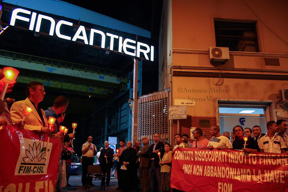 Fiaccolata organizzata dalla parrocchia del quartiere Acquasanta e da CGIL, CISL e UIL contro il rischio di chiusura dei Cantieri Navali della Fincantieri di Palermo.