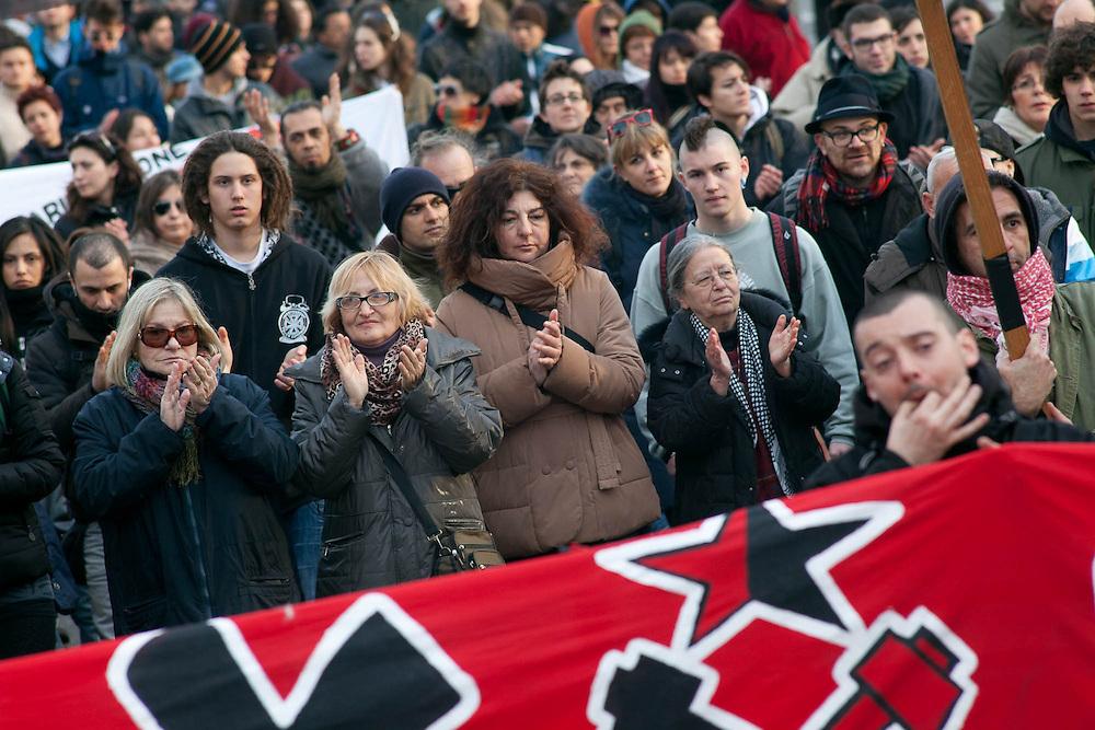 Decimo anniversario dell'uccisione di Davide Cesare detto Dax. Milano, 16 marzo 2013. Nella testa del corteo, Rosa Piro, madre di Dax, con Haidi Giuliani, madre di Carlo Giuliani, e Patrizia Moretti, madre di Federico Aldrovandi.
