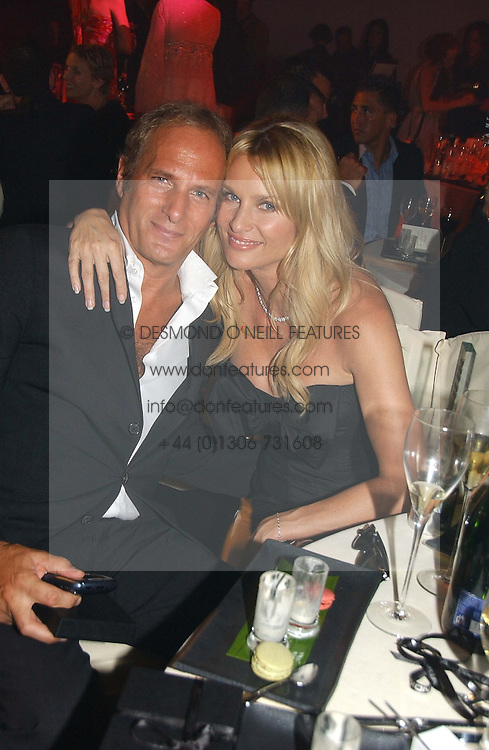 MICHAEL BOLTON and NICOLETTE SHERIDAN at the 2006 Glamour Women of the Year Awards 2006 held in Berkeley Square Gardens, London W1 on 6th June 2006.<br /><br />NON EXCLUSIVE - WORLD RIGHTS
