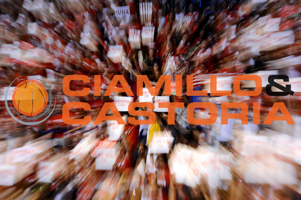 DESCRIZIONE : Milano Lega A 2013-14 EA7 Emporio Armani Milano vs Montepaschi Siena playoff Finale gara 7<br /> GIOCATORE : tifosi<br /> CATEGORIA : tifosi<br /> SQUADRA : EA7 Emporio Armani Milano<br /> EVENTO : Finale gara 7 playoff<br /> GARA : EA7 Emporio Armani Milano vs Montepaschi Siena playoff Finale gara 7<br /> DATA : 27/06/2014<br /> SPORT : Pallacanestro <br /> AUTORE : Agenzia Ciamillo-Castoria/M.Marchi<br /> Galleria : Lega Basket A 2013-2014  <br /> Fotonotizia : Milano<br /> Lega A 2013-14 EA7 Emporio Armani Milano vs Montepaschi Siena playoff Finale gara 7<br /> Predefinita :