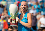 Kiki Bertens of the Netherlands poses with her winners trophy after the final of the 2018 Western and Southern Open WTA Premier 5 tennis tournament, Cincinnati, Ohio, USA, on August 19th 2018 - Photo Rob Prange / SpainProSportsImages / DPPI / ProSportsImages / DPPI