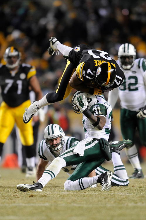 PITTSBURGH, PA - JANUARY 23: Mewelde Moore #21 of the Pittsburgh Steelers is upended by Antonio Cromartie #31 of the New York Jets in the AFC Championship Playoff Game at Heinz Field on January 23, 2011 in Pittsburgh, Pennsylvania(Photo by: Rob Tringali) *** Local Caption *** Mewelde Moore;Antonio Cromartie
