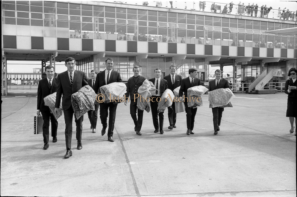 30/05/1964<br /> 05/30/1964<br /> 30 May 1964<br /> Capitol Showband leave for Germany from Dublin Airport. The Capitol Show band left for Frankfurt where they took part in a concert for the forces. Picture shows Butch Moore; Des Kelly; Eamonn Monahan; John Kelly; Bram McCarthy; Jimmy Hogan; Paddy Cole; Don Long and Jim Doherty before boarding the flight to Germany.