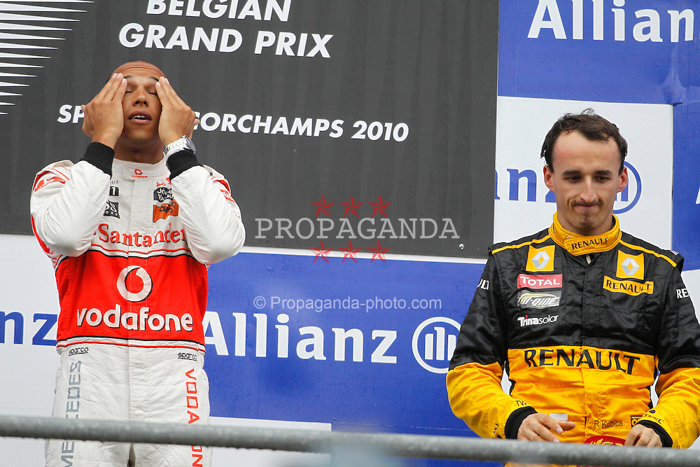Motorsports / Formula 1: World Championship 2010, GP of Belgium, 02 Lewis Hamilton (GBR, Vodafone McLaren Mercedes), 11 Robert Kubica (POL, Renault F1 Team),