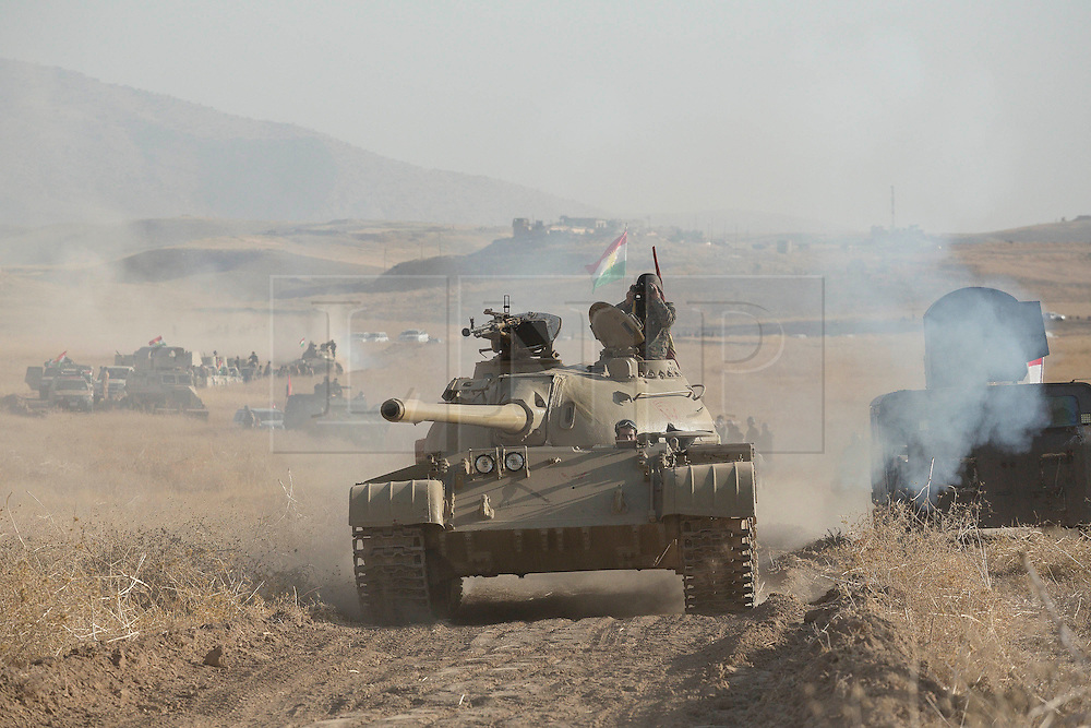 20/10/2016. Bashiqa, Iraq. A Kurdish T-55 tank advances as peshmerga fighters start a large offensive to retake the Bashiqa area from Islamic State militants today (20/10/2016).<br />