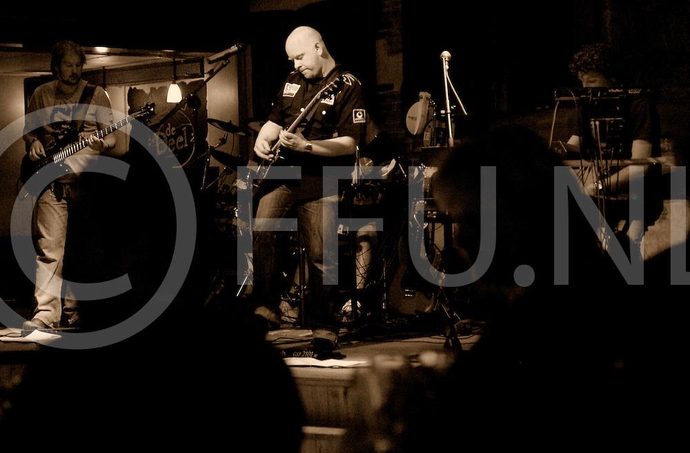 090508 nieuwleusen ned..Strijd bands in De Deel om podiumplek voor het aankomende evenement Palthepop. Foto band Lockhouse uit Zwolle...FFU Press Agency©2009 michiel van de velde ..