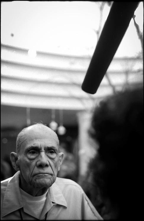 PORTRAITS / RETRATOS<br /> <br /> Alfonso &quot;Poncho&quot; Bauer Paiz<br /> Intelectual y pol&iacute;tico Guatemalteco <br /> Caracas - Venezuela 2004<br /> <br /> (Copyright &copy; Aaron Sosa