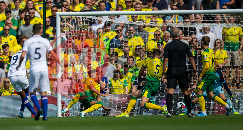 Tammy Abraham of Chelsea scores the opening goal to make it 1-0 Chelsea - Mandatory by-line: Phil Chaplin/JMP - 24/08/2019 - FOOTBALL - Carrow Road - Norwich, England - Norwich City v Chelsea - Premier League