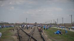 "12.04.2018, Konzentrationslager Auschwitz, Oswiecim, POL, ""March of the living"" am Weg aus dem ehemaligen deutschen Nazi-Todeslager Auschwitz I nach Auschwitz II - Birkenau, im Bild Teilnehmer des Marsches// participants during the 'March of the Living' from the former German Nazi death camp Auschwitz I to Auschwitz II - Birkenau at the concentration camp in Oswiecim, Poland on 2018/04/12. EXPA Pictures © 2018, PhotoCredit: EXPA/ Florian Schroetter"