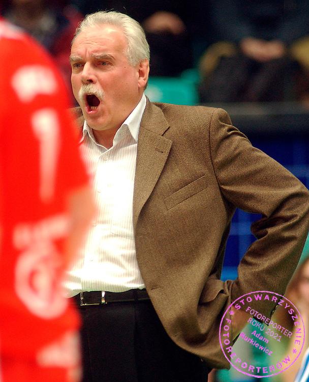 Wroclaw 22.11.2003..Mecz siatkowki Gwardia Wroclaw - Mostostal Kedziezyn..Na zdj. Waldemar Wspanialy..fot. Piotr Hawalej / WROFOTO